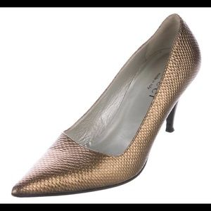 Gucci Embossed Pointed-Toe Pumps